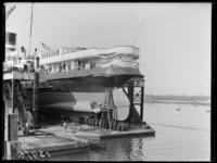 RDM-13976 De SS Mecklenburg ligt in de dokhaven bij de Nieuwe Waterweg van de Rotterdamsche Droogdok Maatschappij, RDM.