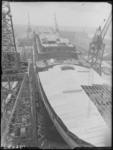 RDM-19604 Gezicht op de dekken van het achterschip van het passagiersschip SS Rotterdam (5) (RDM-300) bij de ...