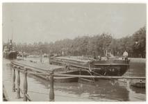 VII-530-1 Zicht op de Westerhaven met enkele schepen in het water. Tegenwoordig is hier de Calandstraat.