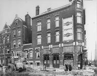 1967-982 Café tKey West aan de Spanjaardstraat / Hudsonplein (rechts). Met werkzaamheden van de verhoging van de waterkering.