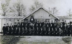 1969-1116 De koninklijk erkende schietvereniging Krugers Vrienden'' op het exercitieterrein. De hoeden zijn gemaakt ...