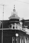 1969-1869 Het in augustus 1964 vernieuwde torentje op pand hoek van de Mathenesserlaan en de 's-Gravendijkwal.