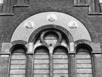 1969-2088-TM-2090 Detail van de Remonstrantse kerk aan de Mathenesserlaan.Afgebeeld van boven naar beneden:-2088: ...
