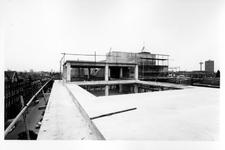 1969-2095-TM-2097 Nieuwbouw van het Gemeentearchief aan de Mathenesserlaan.Afgebeeld van boven naar beneden:-2095: dak ...