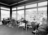 1969-2425-EN-2426 Interieur van het verpleeghuis De Rustenburg aan de Mathenesserlaan. Afgebeeld van boven naar ...