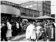 1969-2870 Kermis op Koninginnedag op het terrein van de Veemarkt.