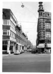 1969-2886 Gezicht op de Gouvernestraat met op de voorgrond de Nieuwe Binnenweg.