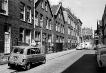 1969-2921-TM-2924 Gezichten in de Bloemkwekersstraat.Afgebeeld van boven naar beneden:-2921: vanaf nummer 30a, op de ...