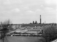 1970-1037 De Rooms-katholieke Nijverheidsschool voor meisjes, gezien vanuit de Slaak.
