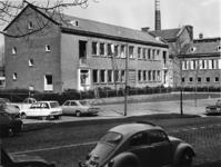 1970-1060 De Rooms-katholieke Nijverheidsschool voor meisjes, gezien vanuit de Slaak.