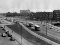 1970-1141 Gerdesiaweg, uit het noorden gezien. Voorgrond linkerzijde de Vredenoordlaan. 1e straat rechterzijde de Slaak.