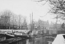1970-1206 Gezicht op de Aelbrechtskolk met rechts de sluizen bij de Schiedamseweg.