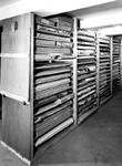 1970-1490 Interieur van het Gemeentearchief aan de Mathenesserlaan. Kartonopslag van de restauratieafdeling in de ...