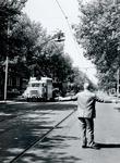 1971-1493 Mathenesserlaan tussen 's-Gravendijkwal en Claes de Vrieselaan. Hoogwerkers van het GEB aan het loskoppelen ...