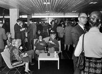 1971-2384 Interieur van de bovenste etage, derde depot van het Gemeentearchief aan de Mathenesserlaan. Koffiepauze ...
