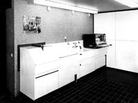 1971-2406-TM-2409 Interieurs van de fotografische afdeling in het derde depot Gemeentearchief.Afgebeeld van boven naar ...