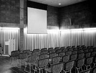 1971-2410-TM-2414 Interieurs van het Gemeentearchief (derde depot) aan de Mathenesserlaan. Filmzaal op de bovenste ...