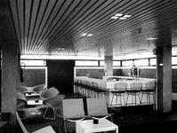 1971-2415-TM-2418 Interieurs van het Gemeentearchief (derde depot) aan de Mathenesserlaan. Bar/kantine op de bovenste ...