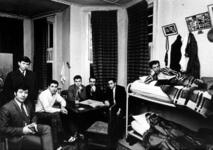 1971-2428 Gezicht in een gastarbeiderspension aan de Claes de Vrieselaan.