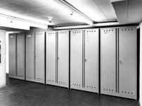 1971-683 Koelcel in de kelder van het Gemeentearchief (derde depot). De filmkluis met microfilm-opbergkasten.