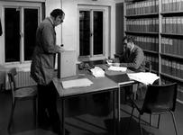 1972-2332 Eerste depot op de tweede verdieping in het Gemeentearchief aan de Mathenesserlaan nummer 315. Op de foto: ...