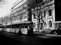 1972-309 Mathenesserlaan met op de achtergrond het Gemeentearchief en nieuwbouw van de OGEM.