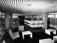 1972-332 Interieur van het Gemeentearchief (derde depot) aan de Mathenesserlaan. Bar/kantine op de bovenste etage.