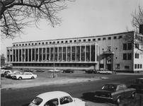 1972-560 Het politiebureau Marconiplein aan de Hudsonstraat (rechts). Links de Schiedamseweg.