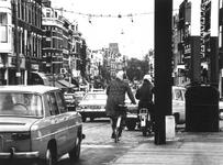 1973-1053 Het verkeer op de Lage Erfbrug en de Nieuwe Binnenweg.
