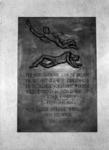 1973-1160 Plaquette ter herinnering aan - in den dood weggevoerden - in het trappenhuis van de N-vleugel van het ...