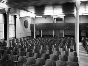 1973-1385-TM-1390 Interieurs van het bejaardentehuis Van Oostervant aan de Oostervantstraat.Afgebeeld van boven naar ...