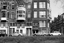 1973-808 Huizen nummers 310, 312 en 314 aan de oostzijde van de Heemraadssingel. Rechts hotel X bij De Vliegerstraat.