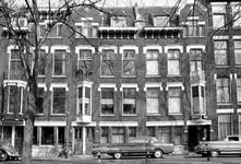 1973-812 Huizen nummers 320, 322 en 324 aan de oostzijde van de Heemraadssingel met hotel Vernon.