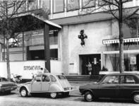 1974-1232 Een vestiging van 'Stokvis' in het pand van het Vrije Volk aan de Slaak.
