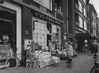 1974-1506 Winkelpand nummer 136 A Vivo-fruithuis in de Schiedamseweg.