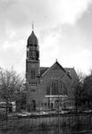 1974-644 Gezicht op de Nieuwe Kerk (Delfshaven) aan de 's-Gravendijkwal nummer 134.