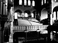 1974-820-TM-822 Interieurs van de Remonstrantse kerk aan de Mathenesserlaan.Afgebeeld van boven naar beneden:-820: ...