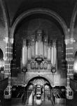 1974-826-TM-828 Interieurs van de Remonstrantse kerk aan de Mathenesserlaan.Afgebeeld van boven naar beneden:-826: ...