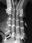 1974-835-TM-837 Interieurs van de Remonstrantse kerk aan de Mathenesserlaan.Afgebeeld van boven naar beneden:-835: ...