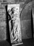 1974-841-TM-844 Gipsen modellen in de kleine torenkamer van de Remonstrantse kerk aan de Mathenesserlaan.Afgebeeld van ...