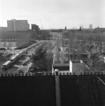 1974-859 Mathenesserlaan vanuit de Remonstrantse kerk gezien. Op de achtergrond links het gebouw Unilever met ...