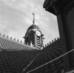 1974-860-TM-862 Details van de Remonstrantse kerk aan de Mathenesserlaan.Afgebeeld van boven naar beneden:-860: toren ...