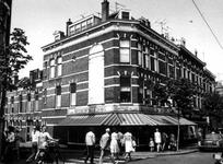 1975-1206 Gezicht op de Nieuwe Binnenweg, hoek van de Aelbrechtstraat.