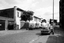 1975-1493-TM-1494 Gezichten op de Breitnerstraat.Afgebeeld van boven naar beneden:-1493: met de achterzijde noodwinkel ...