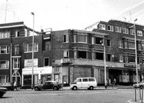 1975-1509 Gezicht in het Mathenesserplein op de hoek van de Mathenesserlaan. De huizen worden afgebroken.
