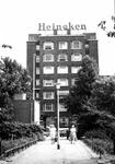 1975-1510 Gezicht op het Mathenesserplein met op de achtergrond de passage naar het Rauwenhoffplein.