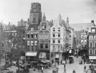 1975-179-en-1975-180 De Grotemarkt tijdens marktdag.Van boven naar beneden afgebeeld:- 179: Rechts de Wijde ...
