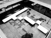 1975-1957 Derde depot van het Gemeentearchief aan de Mathenesserlaan. Dakterras vanuit het boven de filmzaal gezien.