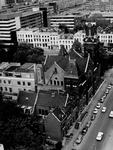 1975-649 Remonstrantse kerk aan de Mathenesserlaan, vanuit het Museum Boymans gezien.