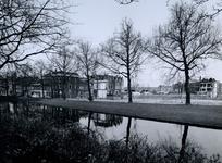 1975-747 Crooswijksekade met restanten in de Meermanstraat. Uit het noorden, vanaf de Crooswijksesingel.